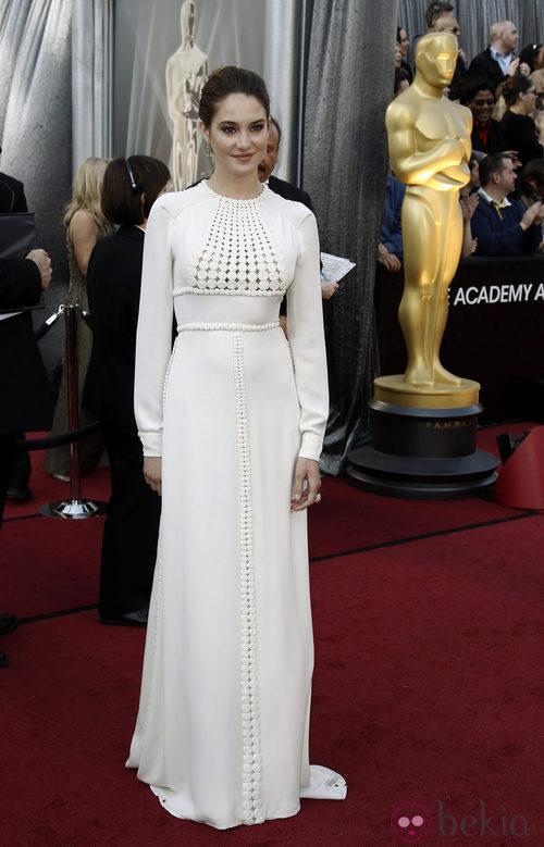 Shailene Woodley vestida de Valentino en los Oscar de 2012