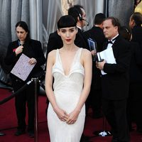 Rooney Mara escogió un modelo de Givenchy para los Oscar de 2012