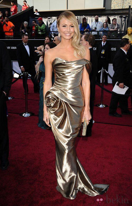 Stacy Keibler con un vestido dorado de Marchesa