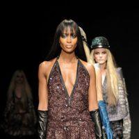 Naomi Campbell desfila para Cavalli en la Semana de la Moda de Milán