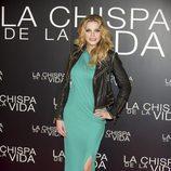 Carolina Bang con chaqueta perfecto y vestido verde