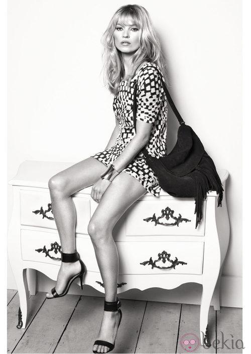 Kate Moss con vestido de print geométrico para Mango