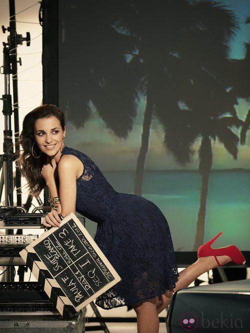 Paula Echevarría con vestido de encaje azul noche para Suite Blanco