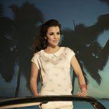Paula Echevarría con camisa blanca de palmeras para Suite Blanco