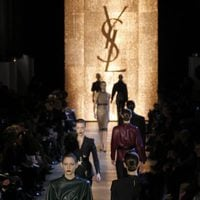 Desfile de Yves Saint Laurent en la Semana de la Moda de París