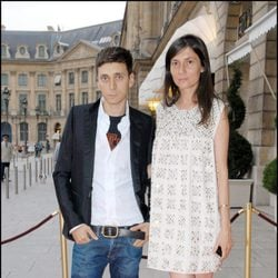 El diseñador Hedi Slimane en la exposición 'Womens and Diamonds' en París