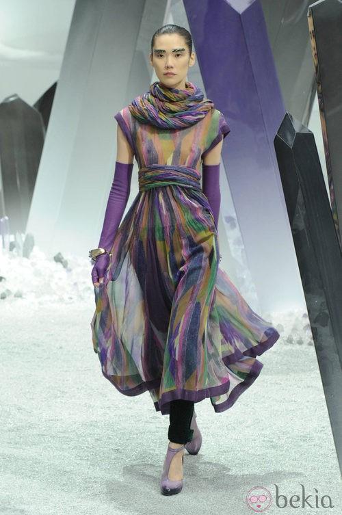Diseño vaporoso con estampados cubistas de Chanel otoño/invierno 2012/2013