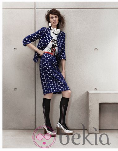 Conjunto con grandes topos azules de Marni para H&M