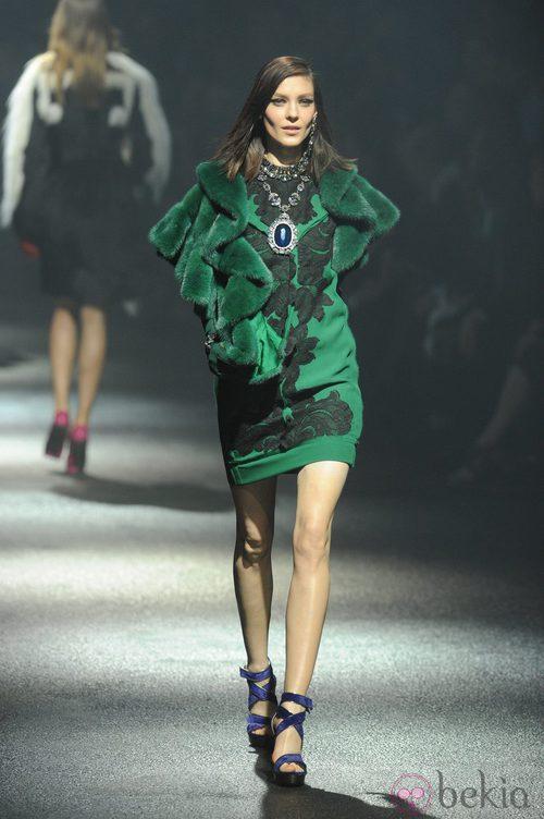 Vestido verde con encaje negro de Lanvin en la París Fashion Week