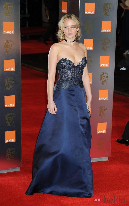 Jennifer Lawrence con vestido azul de Stella McCartney