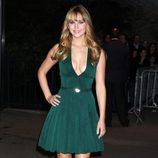 Jennifer Lawrence con vestido verde escotado