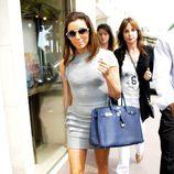 Eva Longoria con un Birkin azul por Cannes