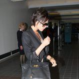 Victoria Beckham viaja con su Birkin negro