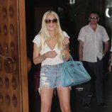 Lindsay Lohan luce bolso Birkin azul