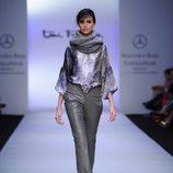 Pantalón de piel en color gris de Toni Francesc en la Fashion Week México