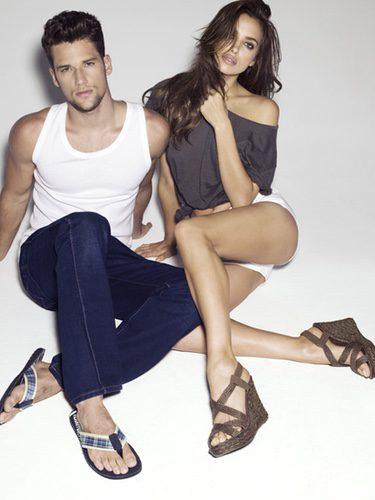 Irina Shayk y Arthur Sales posan con zapatos Xti primavera/verano 2012