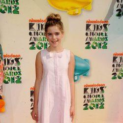 Kiernan Shipka con vestido rosa palo en los Nickelodeon Kids' Choice Awards 2012