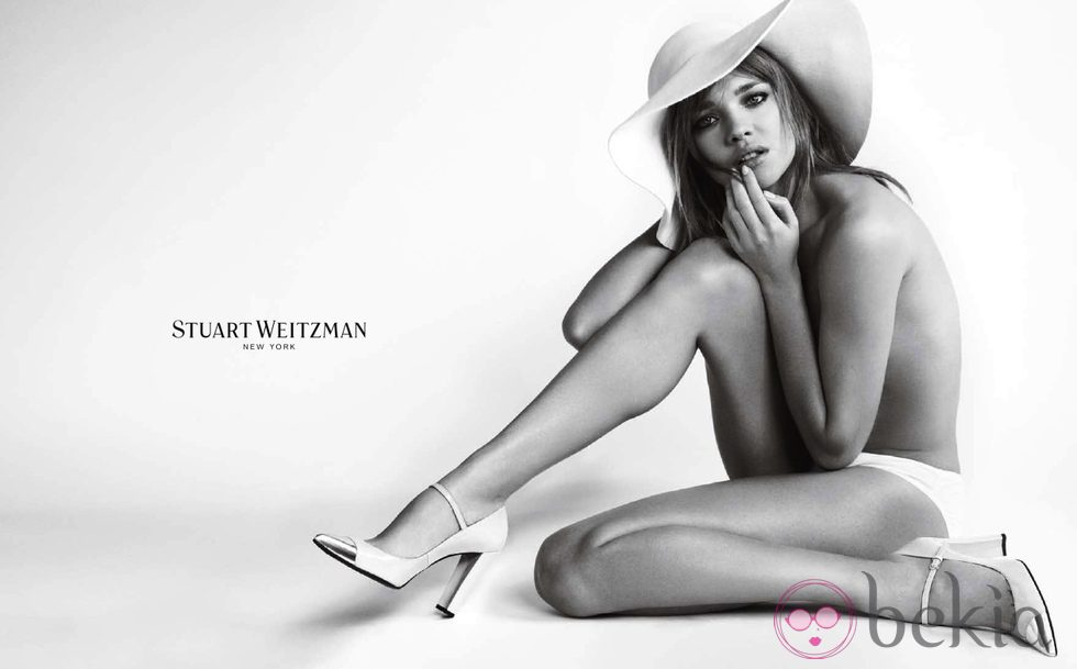 Natalia Vodianova para la firma Stuart Wetzman