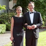 La Infanta Cristina con vestido negro liso de corte sirena
