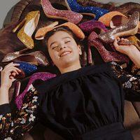 Hailee Steinfeld rodeada de purpurina para Miu Miu