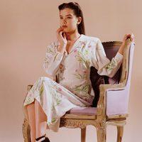 Hailee Steinfeld con vestido de bordado floral para Miu Miu