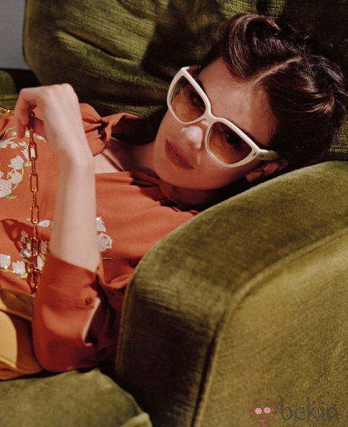 Hailee Steinfeld presentas las nuevas gafas de sol de Miu Miu