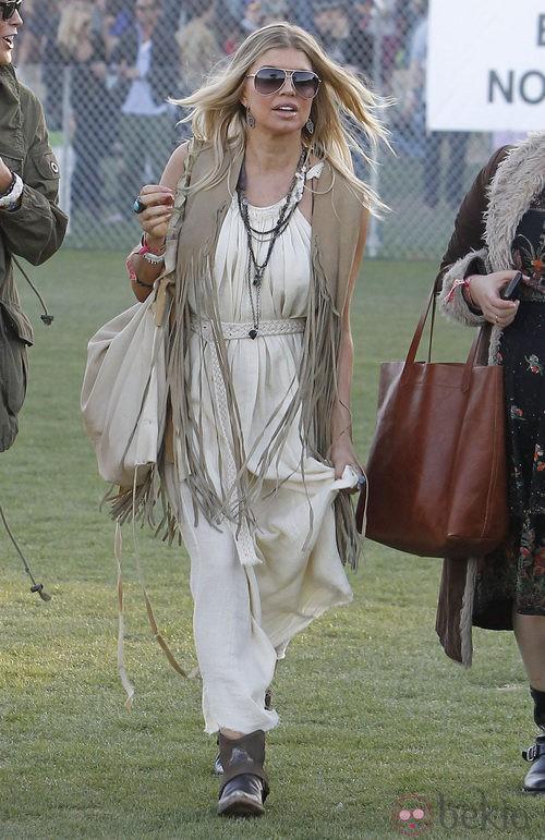Fergie con maxi chaleco con flecos en Coachella 2012