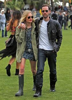 Kate Bosworth con botas Hunter en Coachella 2012