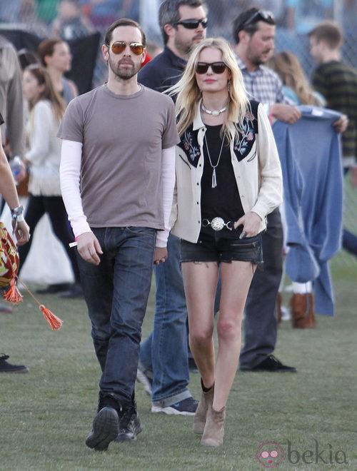 Kate Bosworth con shorts vaqueros en Coachella 2012