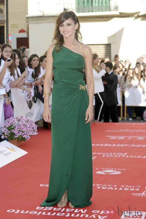 Goya Toledo con un vestido verde de escote asimétrico en la apertura del Festival de Málaga