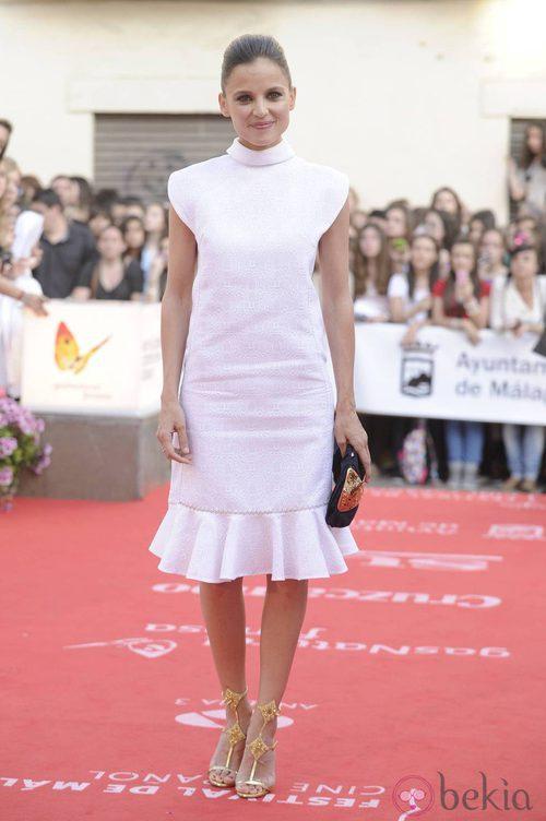 Elana Anaya con vestido blanco en la apertura del Festival de Málaga 2012