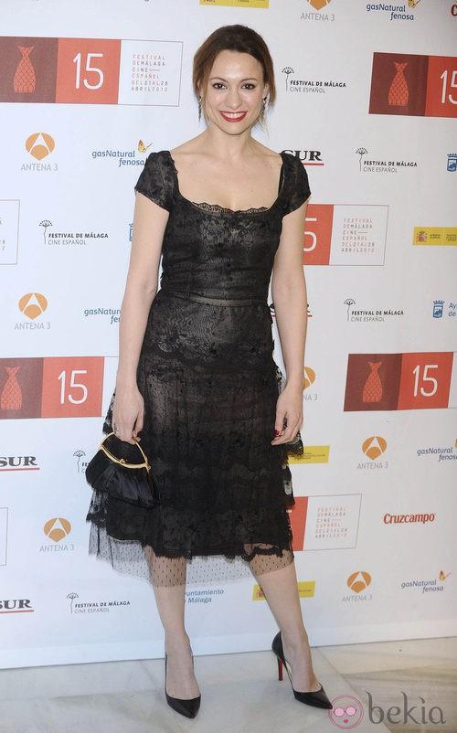 Natalia Verbeke con un vestido negro de encaje durante la clausura del festival de Malaga 2012