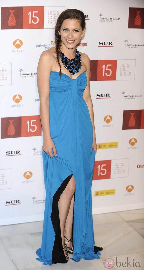 María León con un vestido azul de Emilio Pucci durante la clusura del Festival de Málaga 2012