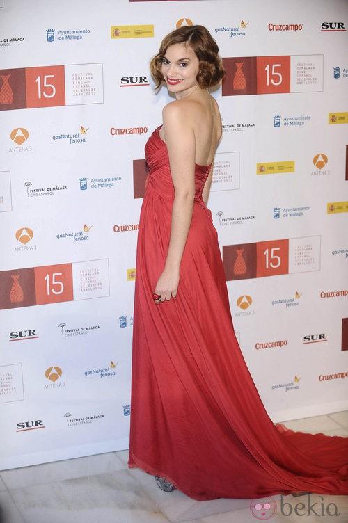 Norma Ruiz con vestido rojo de Hannibal Laguna durante la clausura del Festival de Málaga 2012