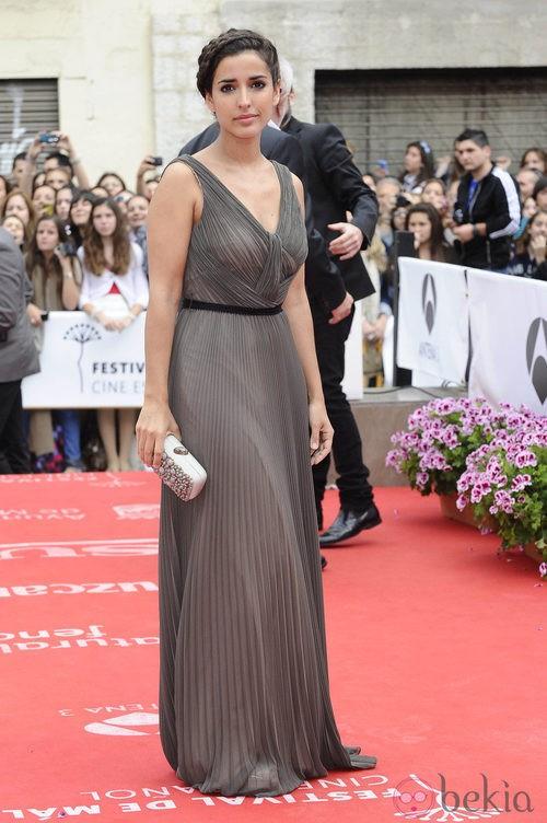 Inma Cuesta con vestido plisado durante la clausura del Festival de Málaga 2012
