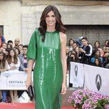 Elia Galera con vestido verde brillante de Angel Schlesser durante la clausura del Festival de Málaga 2012