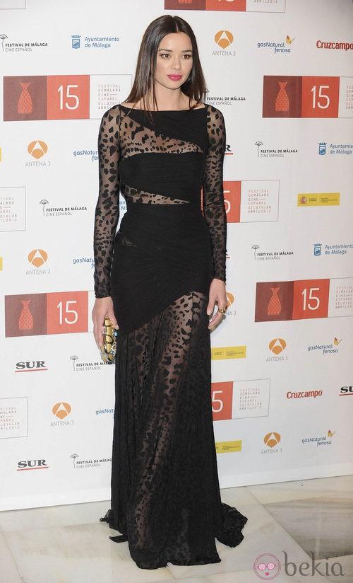Dafne Fernández con vestido negro de transparencias y animal print durante la clausura del Festival de Málaga 2012