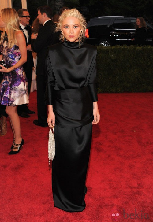 Mary Kate Olsen con un recatado diseño de The Row en la gala del MET 2012