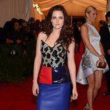 Kristen Stewart vestida de Balenciaga en la gala del Met 2012
