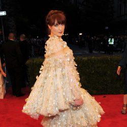 Florence Welch con un voluminoso vestido en la gala del MET 2012