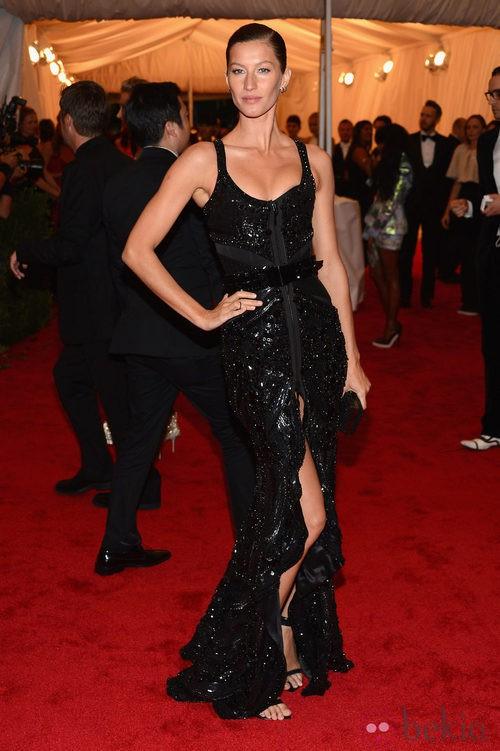 Gisele Bündchen vestida de Givenchy en la gala del MET 2012