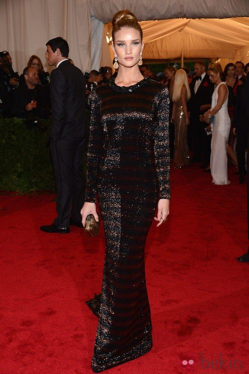 Rosie Huntington-Whiteley de Burberry en la gala del MET 2012