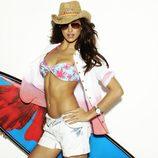 Irina Shayk con un bikini y un sombrero de paja de Blanco temporada primavera/verano 2012