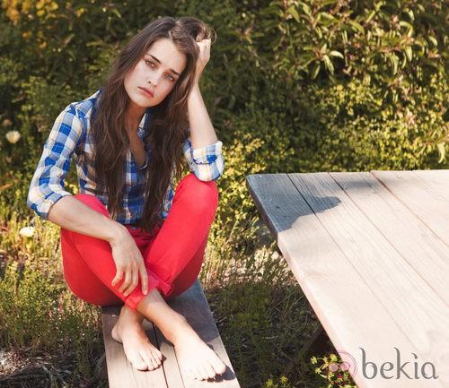 Pantalones rojos y camisa de cuadros de la colección Lee primavera/verano 2012