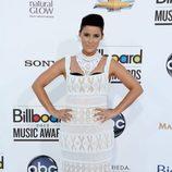 Nelly Furtado con un vestido blanco de encaje en los Billboard 2012