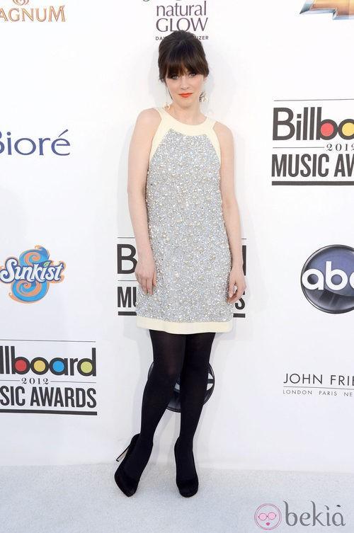 Zooey Deschanel con un vestido brillante en los Billboard 2012