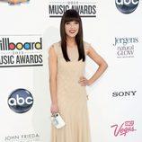 Carly Jae Jespen con un vestido largo en tono nude en los premios Billboards 2012