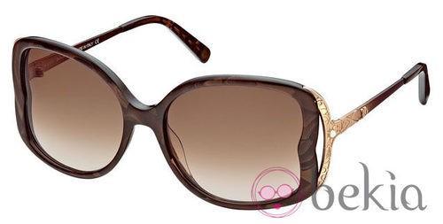 Gafas de sol marrones tipo mariposa de la nueva colección primavera/verano 2012 de John Galliano
