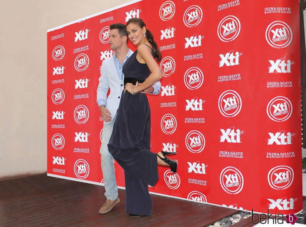 Irina Shayk y Arthur Sales en la presentación de la nueva colección Otoño/Invierno de Xti