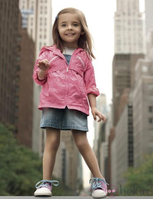 Conjunto vaquero de niña de la colección infantil de DKNY primavera/verano 2012